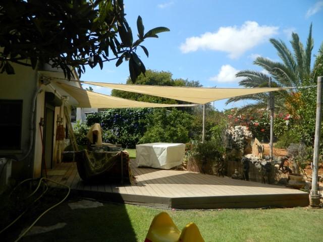 התקנת רשת צל בגינה בבית פרטי