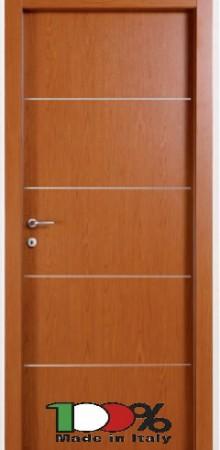 דלת למינטו (פורמייקה) בגוון אלון בהיר בתוספת 4 פסי רוחב ניקל