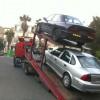 2 רכבים עולים הגרר ועושים דרכם אל מגרש הפירוק